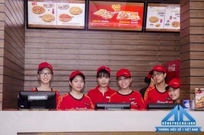 Đồng phục các thương hiệu đồ ăn nhanh - Nhân viên quầy Pizza Hut