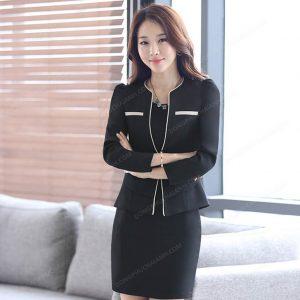 Mẫu đồng phục quản lý nhà hàng nữ đơn giản, trẻ trung và lịch lãm.
