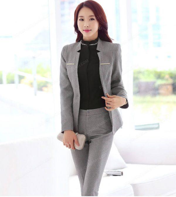 Sơ mi kết hợp cùng quần âu, vest dành cho mẫu đồng phục quản lý nhà hàng khách sạn.