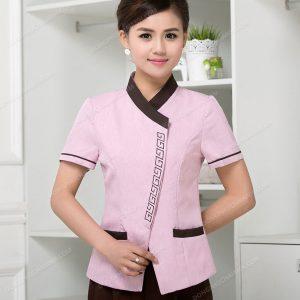 Mỗi bộ đồng phục nhân viên tạp vụ đều được thiết kế với sự tinh tế để tạo nét đẹp thời trang ấn tượng song hành với chất lượng sử dụng tuyệt vời cho người sử dụng.