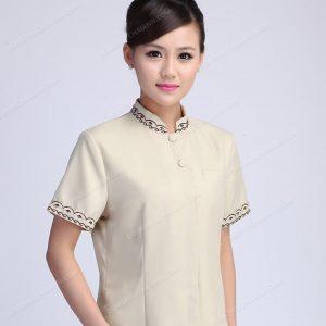 Thông thường trang phục đồng phục nhân viên tạp vụ sẽ có màu sắc nhã nhặn để tạo thiện cảm trong mắt khách hàng.