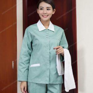 Với đặc điểm công việc có tính đặc thù cao thì dễ hiểu khi mà những bộ đồng phục nhân viên tạp vụ cần phải được thiết kế một cách đơn giản, tinh tế.