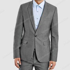 Bất cứ lứa tuổi nào cũng có thể mặc áo Vest nam công sở. Bởi trên thị trường hiện nay có không ít những mẫu thiết kế với phong cách trẻ trung, lôi cuốn đầy hiện đại.